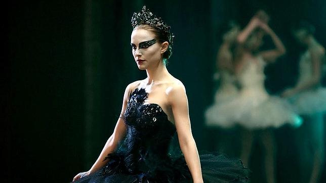 bailarina-interpretando-un-cisne-negro